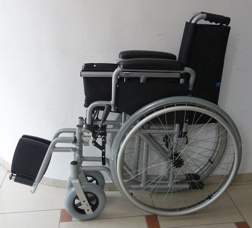 Инвалидна количка ALW 1400 с бутон за бързо сваляне на колелата